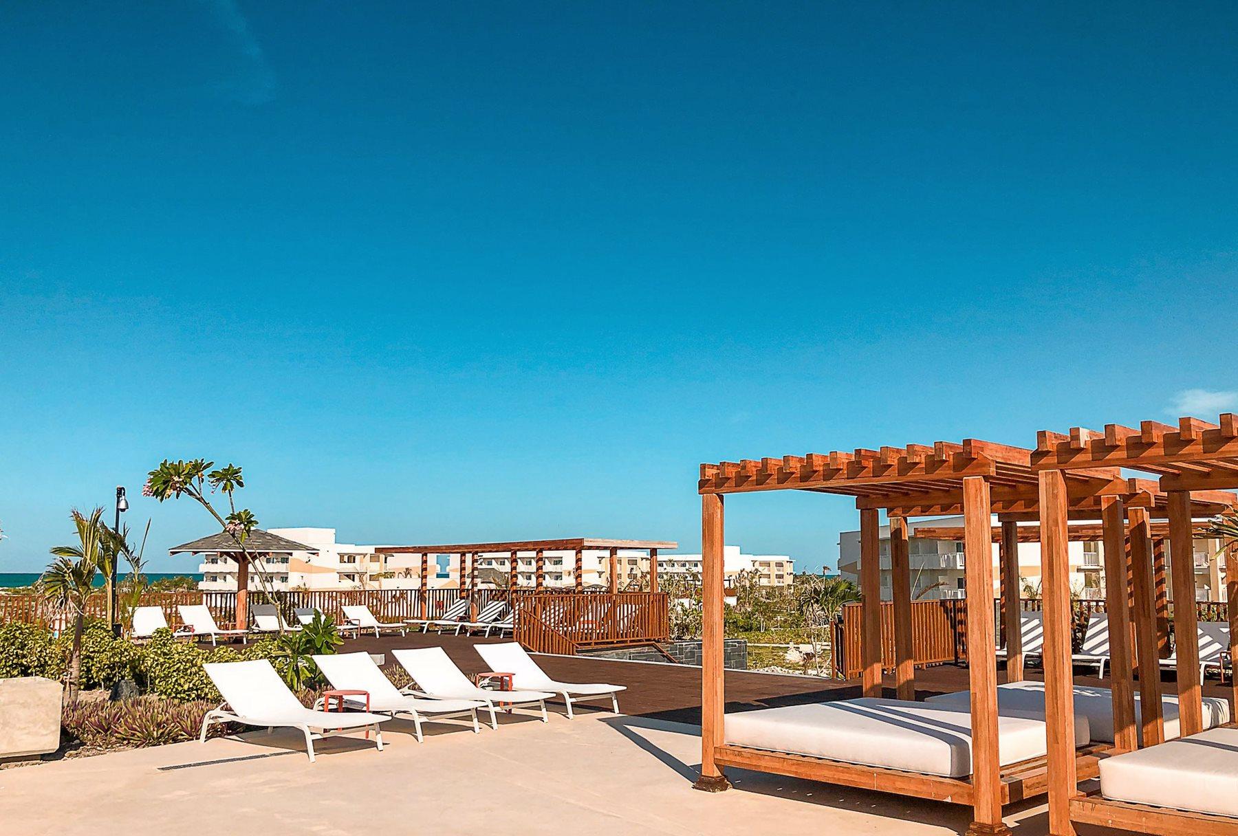 CCC-Valentin-Cayo-Cruz-Pool-Bali-Beds-002