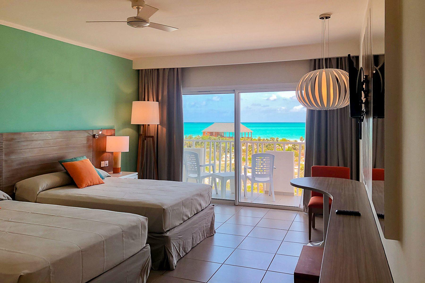 CCC-Valentin-Cayo-Cruz-Room-Deluxe-Ocean-View-001