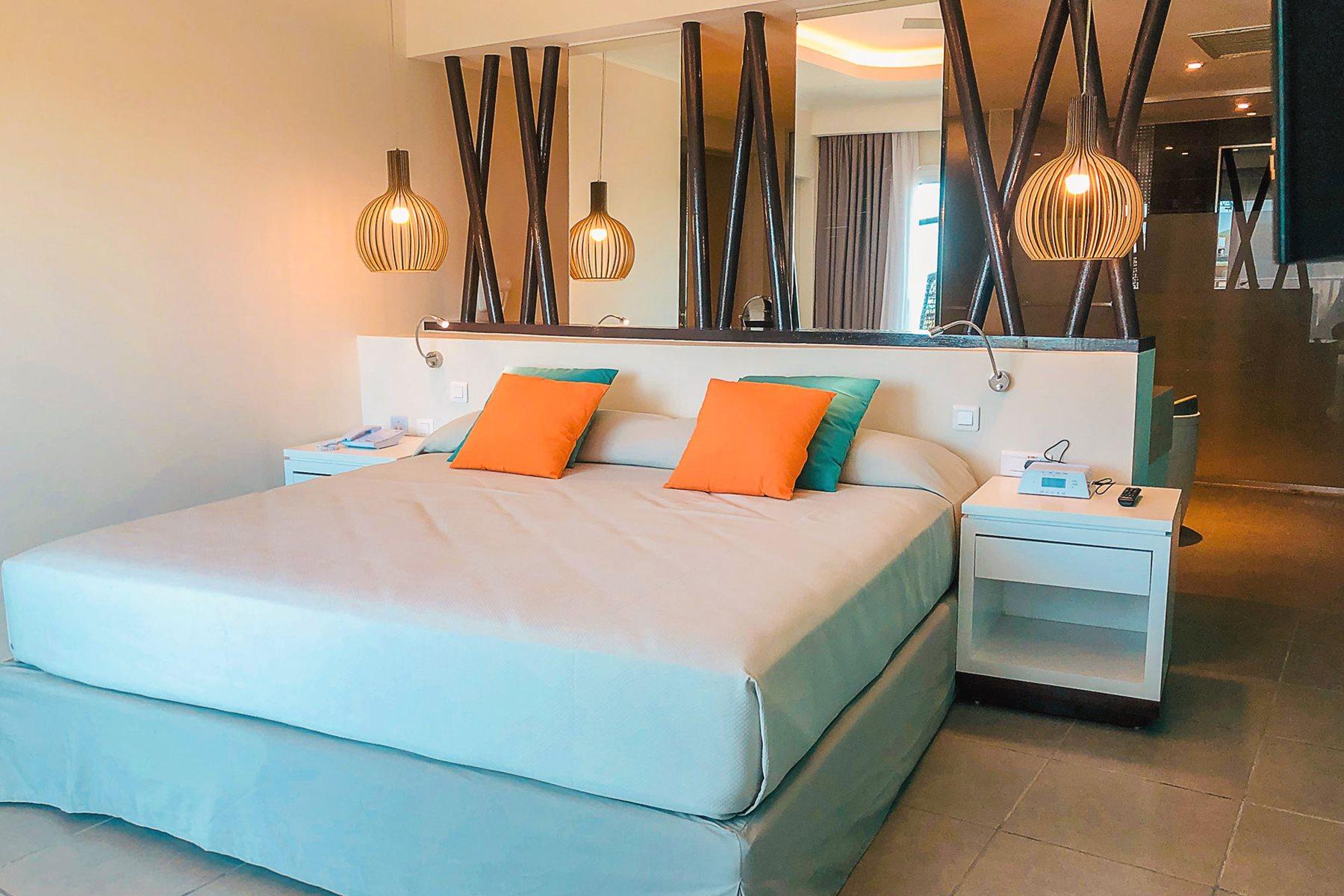 CCC-Valentin-Cayo-Cruz-Room-Suite-001