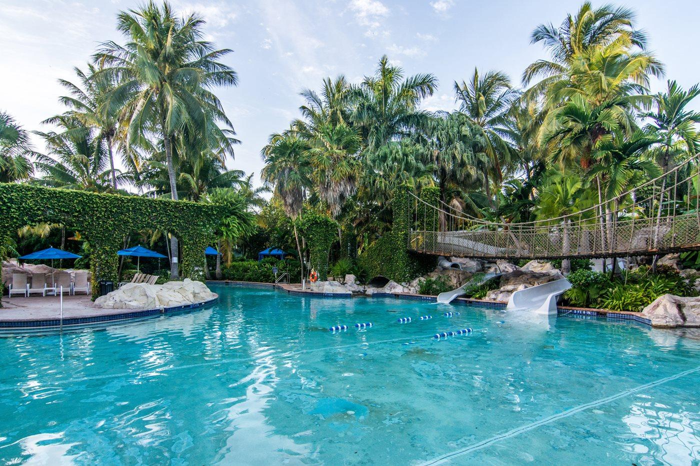 Parmi les piscines du Hilton Rose Hall, la piscine luxuriante va vous épater