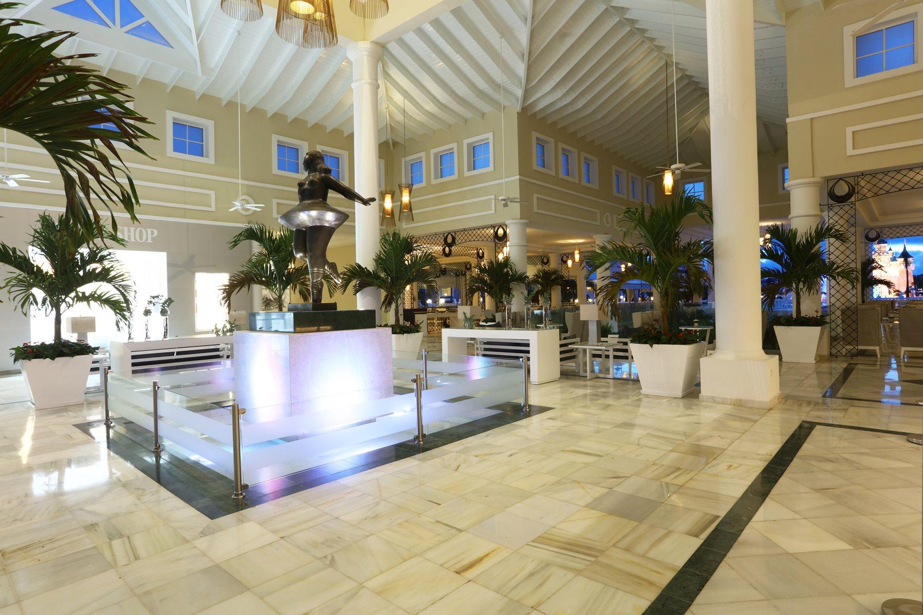 Luxury-Bahia-Principe-Fantasia-Lobby-002