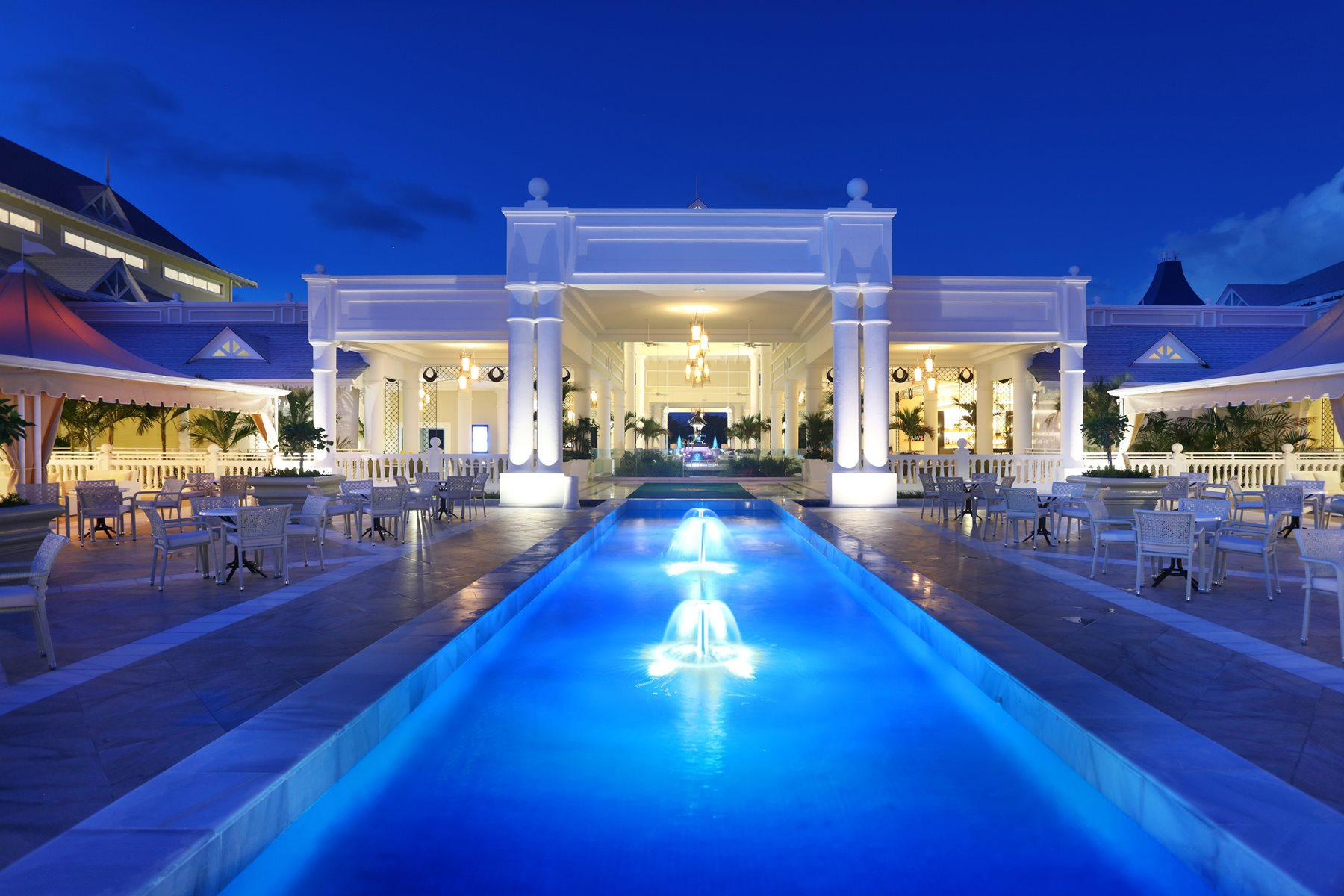 Luxury-Bahia-Principe-Fantasia-Lobby-003