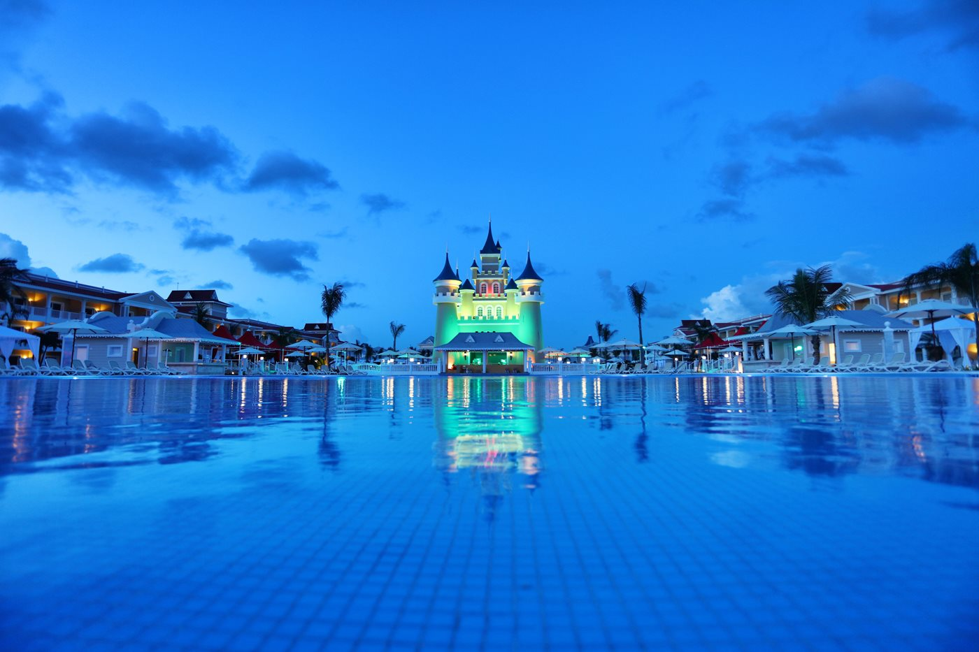 Luxury-Bahia-Principe-Fantasia-Pool-004