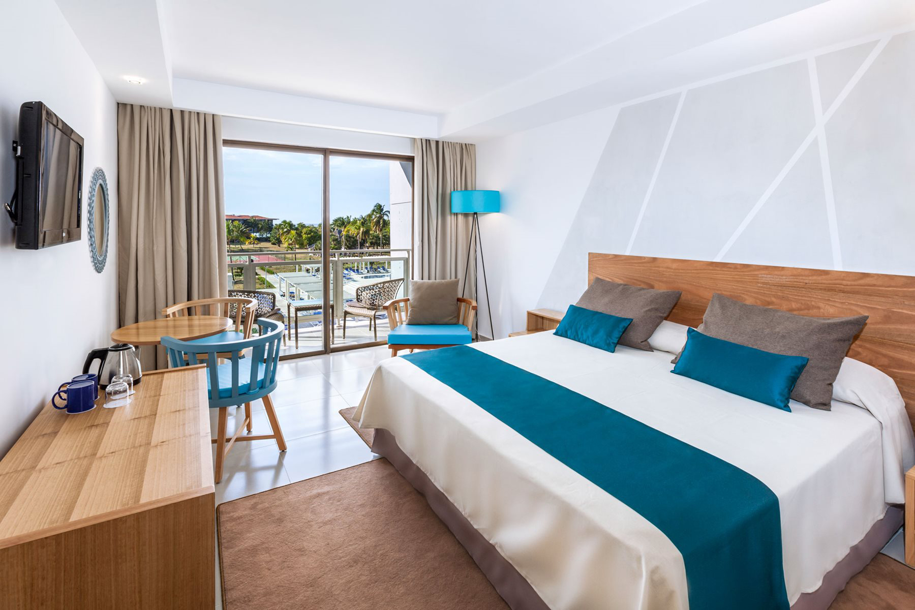 VRA-Sol-Sirenas-Coral-Room-Beach-001