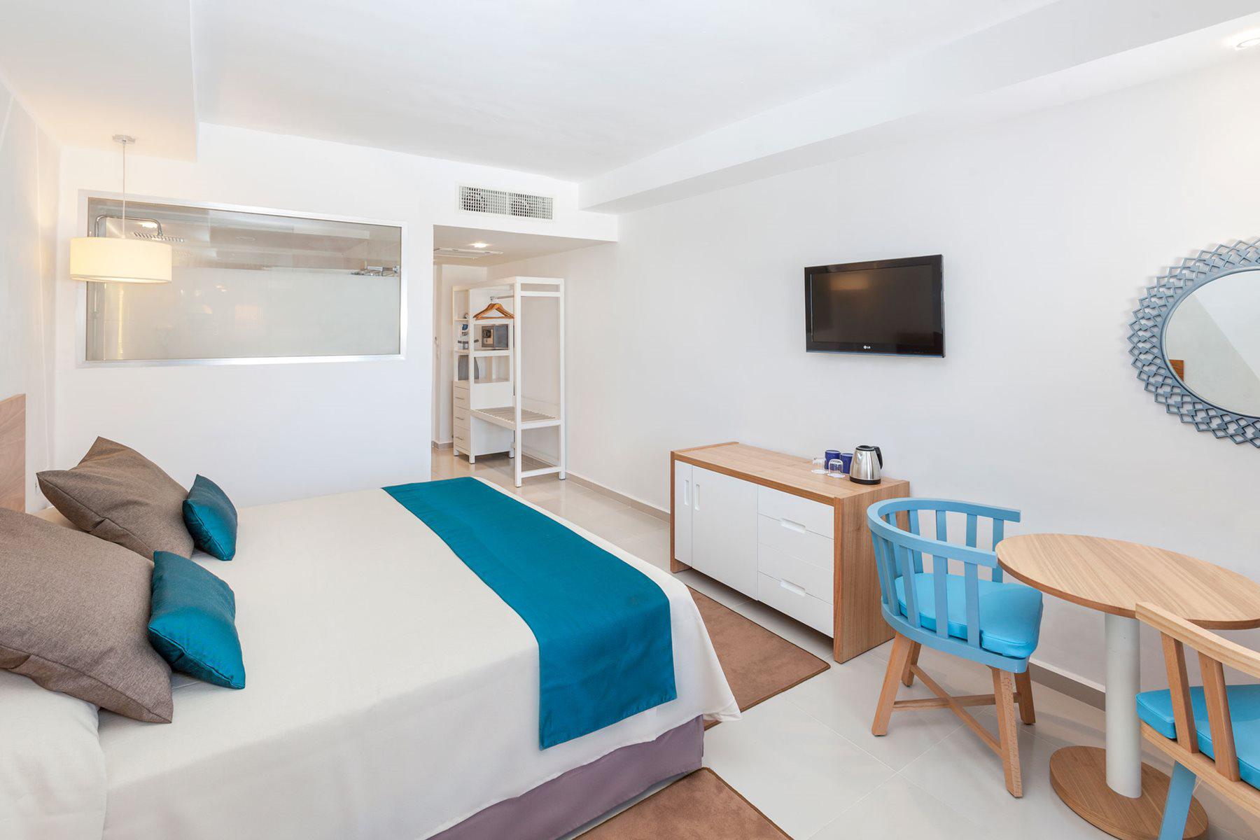 VRA-Sol-Varadero-Beach-Room-Sol-002