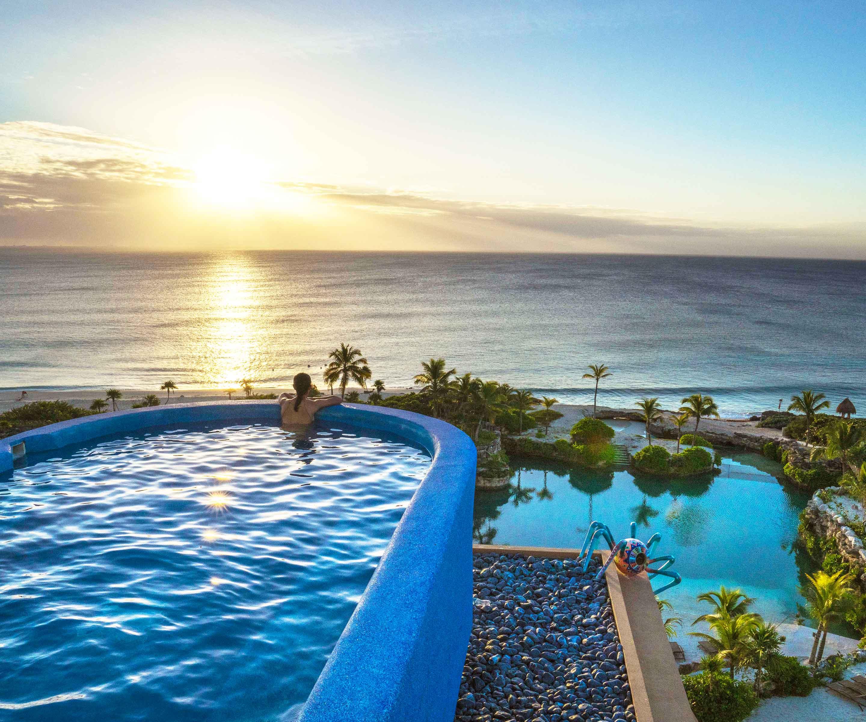 Voici l'une des piscines les plus impressionnantes, celle du Xcaret Mexico