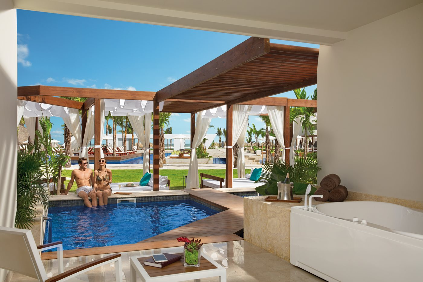 Now-Onyx-Room-006-Preferred-Club-Junior-Suite-Private-Pool-AR