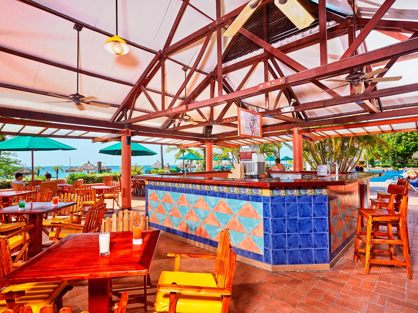 Royal-Decameron-Panama-Bar-005-El-Cayuco