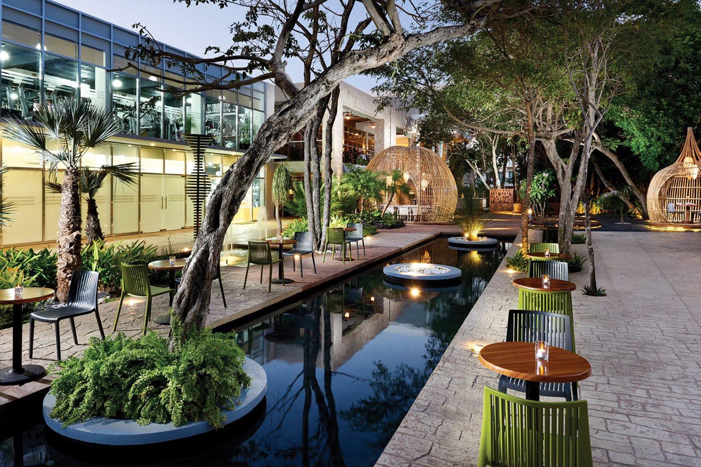 CUN-Fives-Azul-Beach-Hotel-Residence-Del-Carmen-Plaza-001