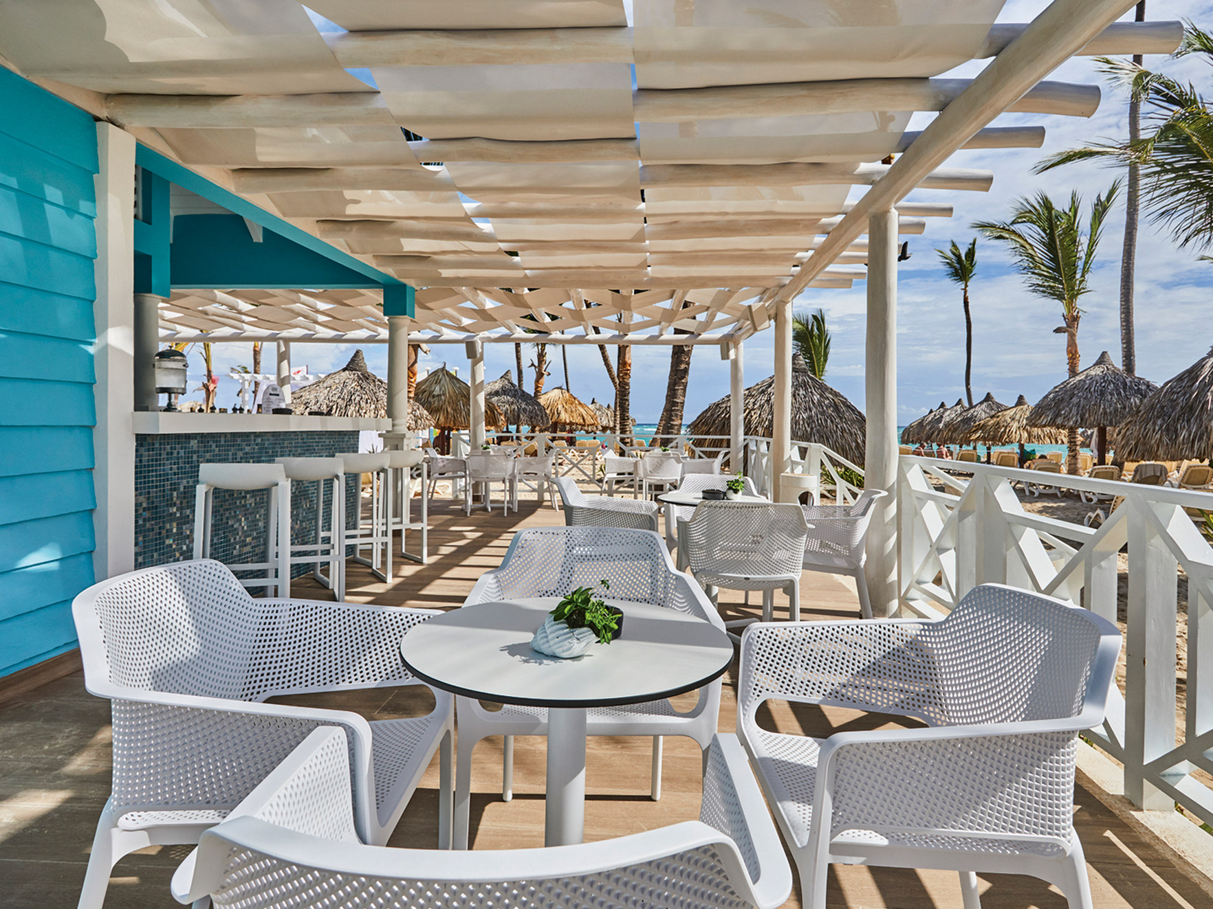 Luxury-Bahia-Principe-Ambar-Bar-003-Arrecife