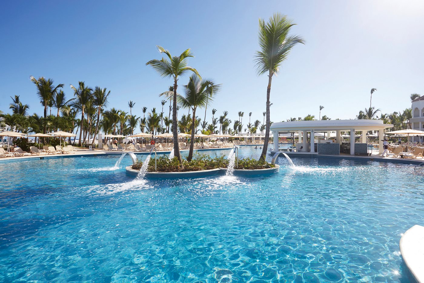 Luxury-Bahia-Principe-Ambar-Pool-002