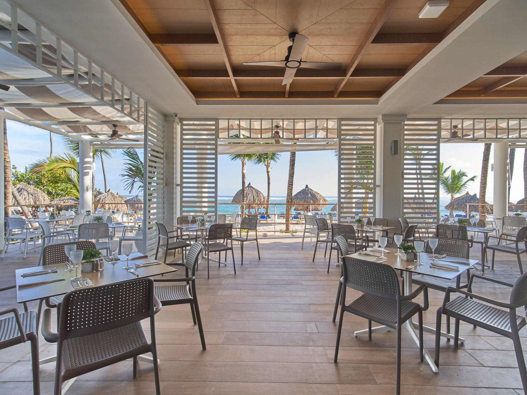 PUJ-Bahia-Principe-Luxury-Ambar-Resto-Las-Olas1-001