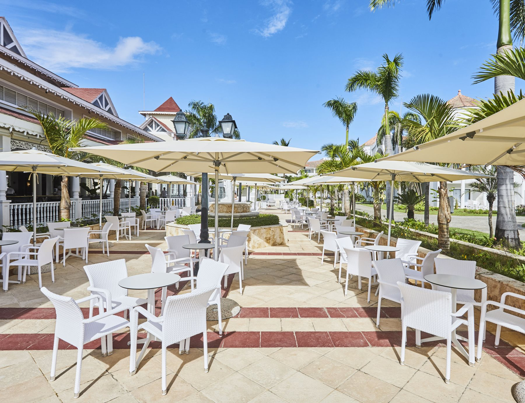 PUJ-Luxury-Bahia-Principe-Ambar-Bar-Coffee-Shop-001