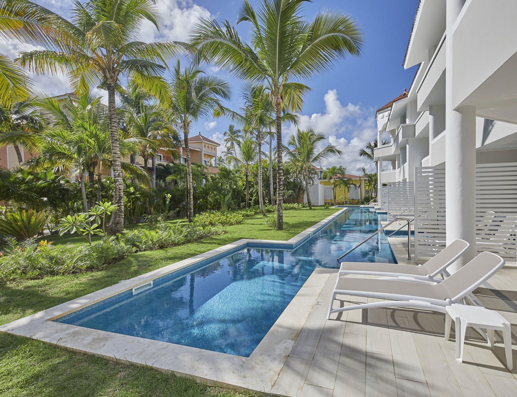 PUJ-Luxury-Bahia-Principe-Ambar-Room-Swim-Up-002