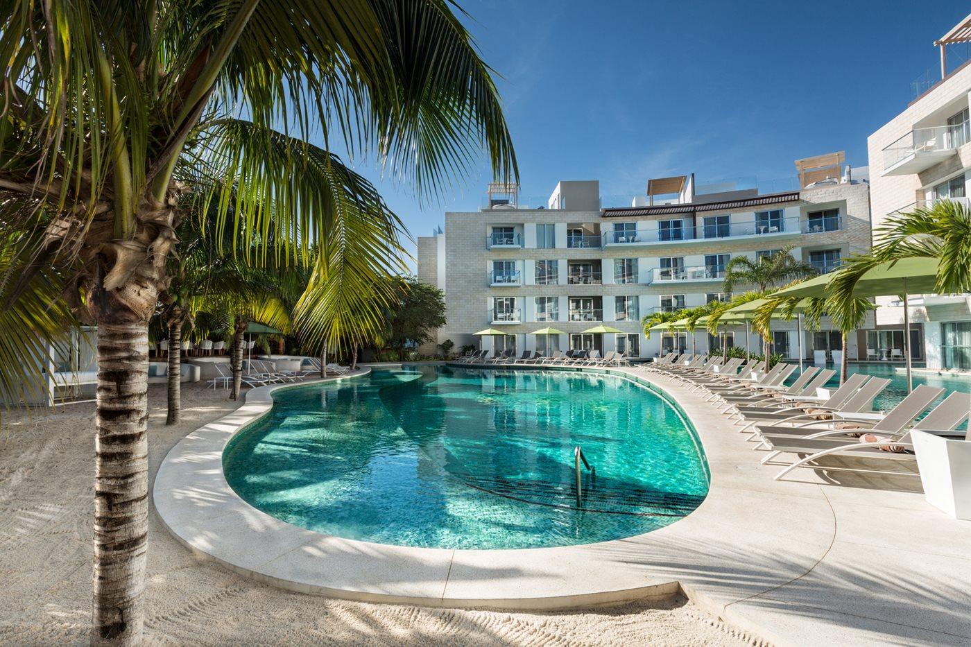 RIV-Fives-Azul-Beach-Hotel-Residence-Del-Carmen-Pool-Adults-002