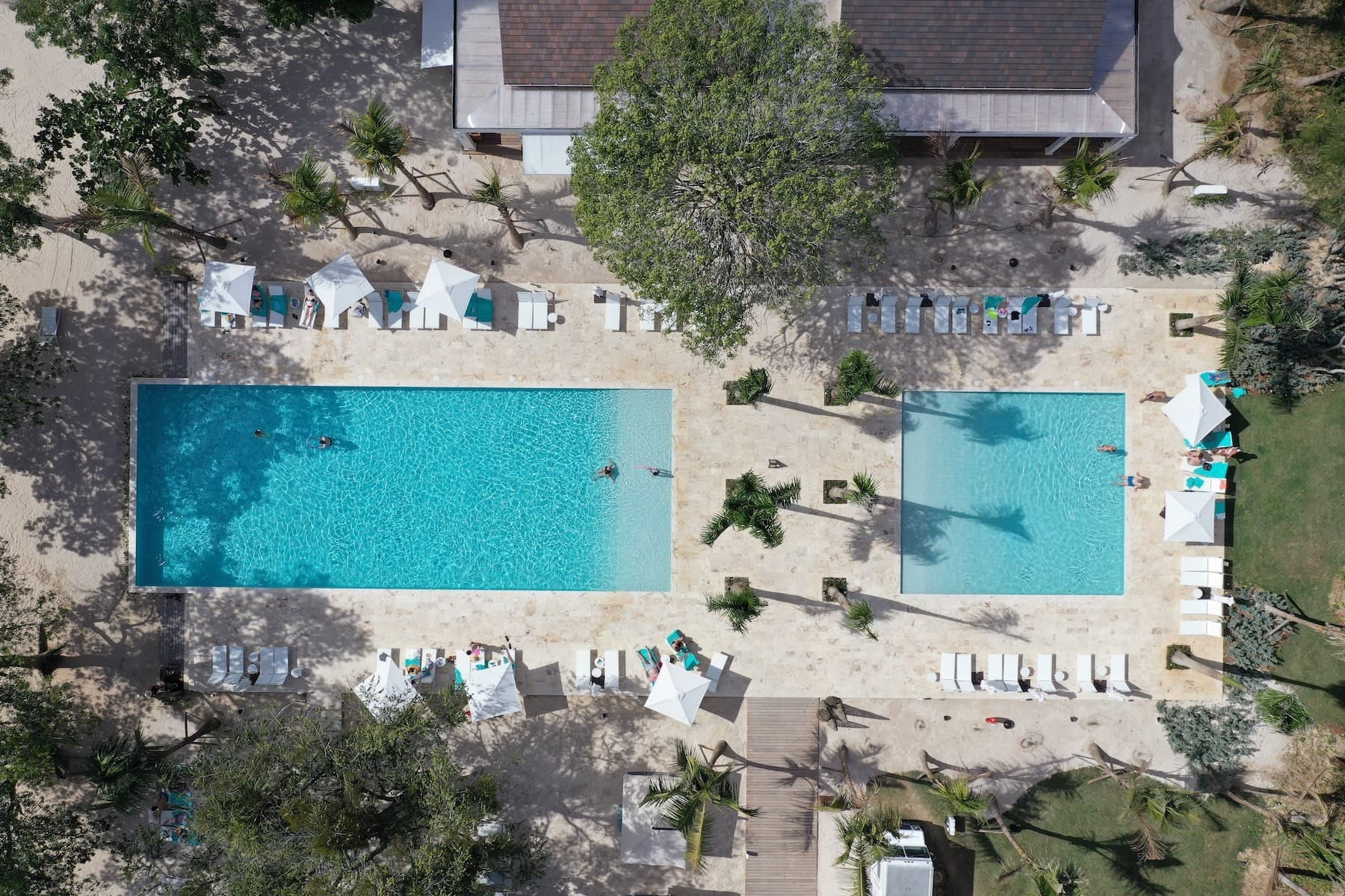 aerial-family-pool-minitas-beach