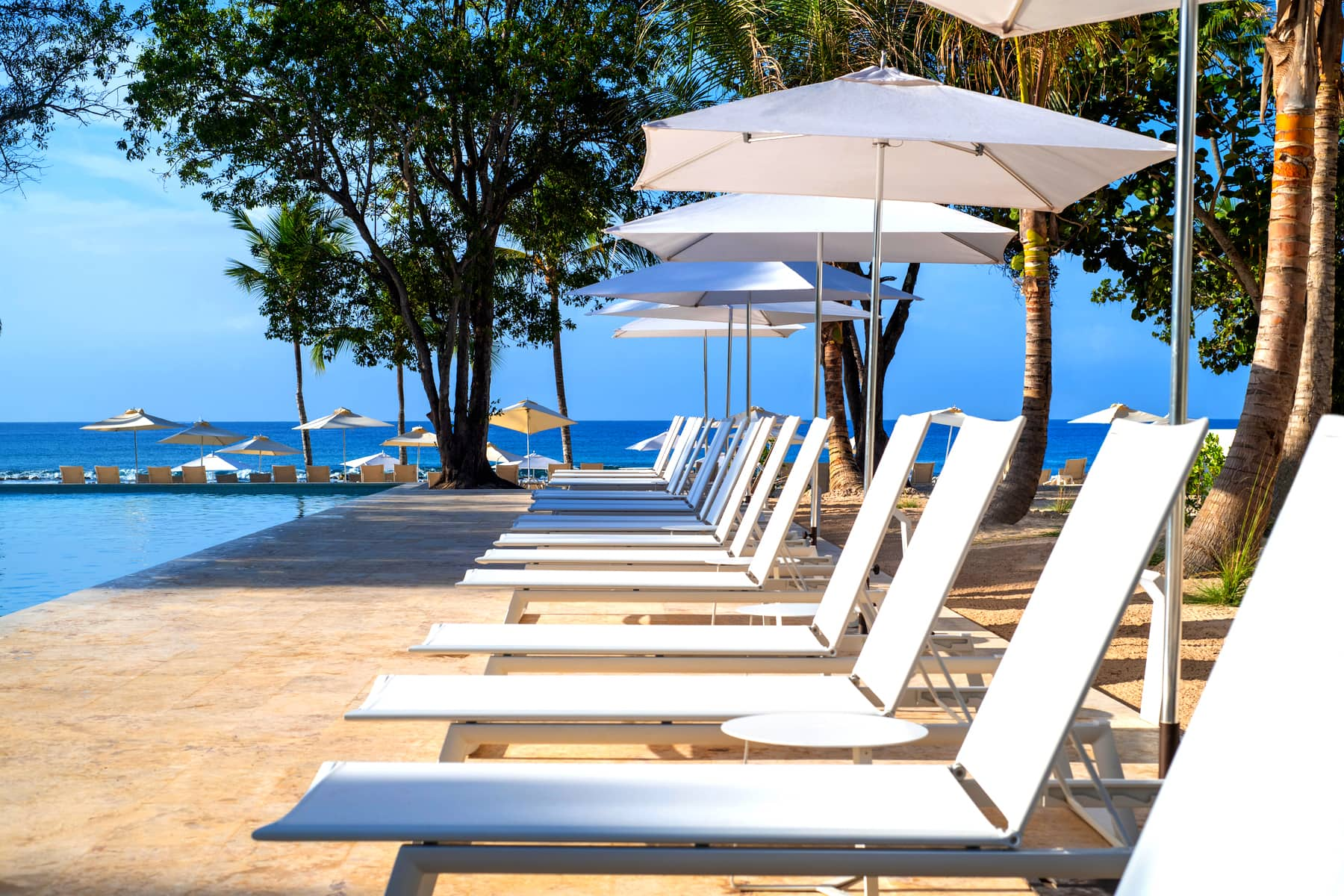 family-pool-minitas-beach-lounge-chairs
