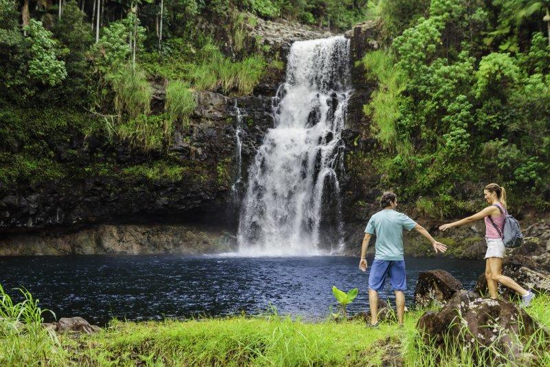 ncl_Hawaii_couple_waterfall