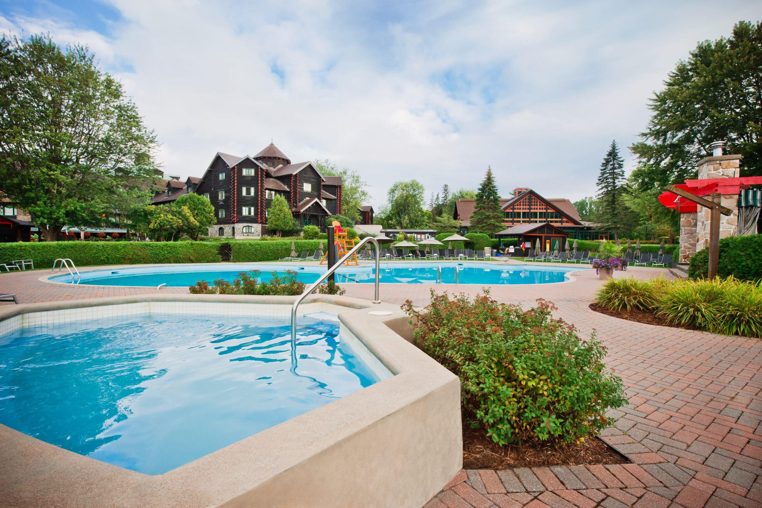 Outdoor_Pool_518605_high