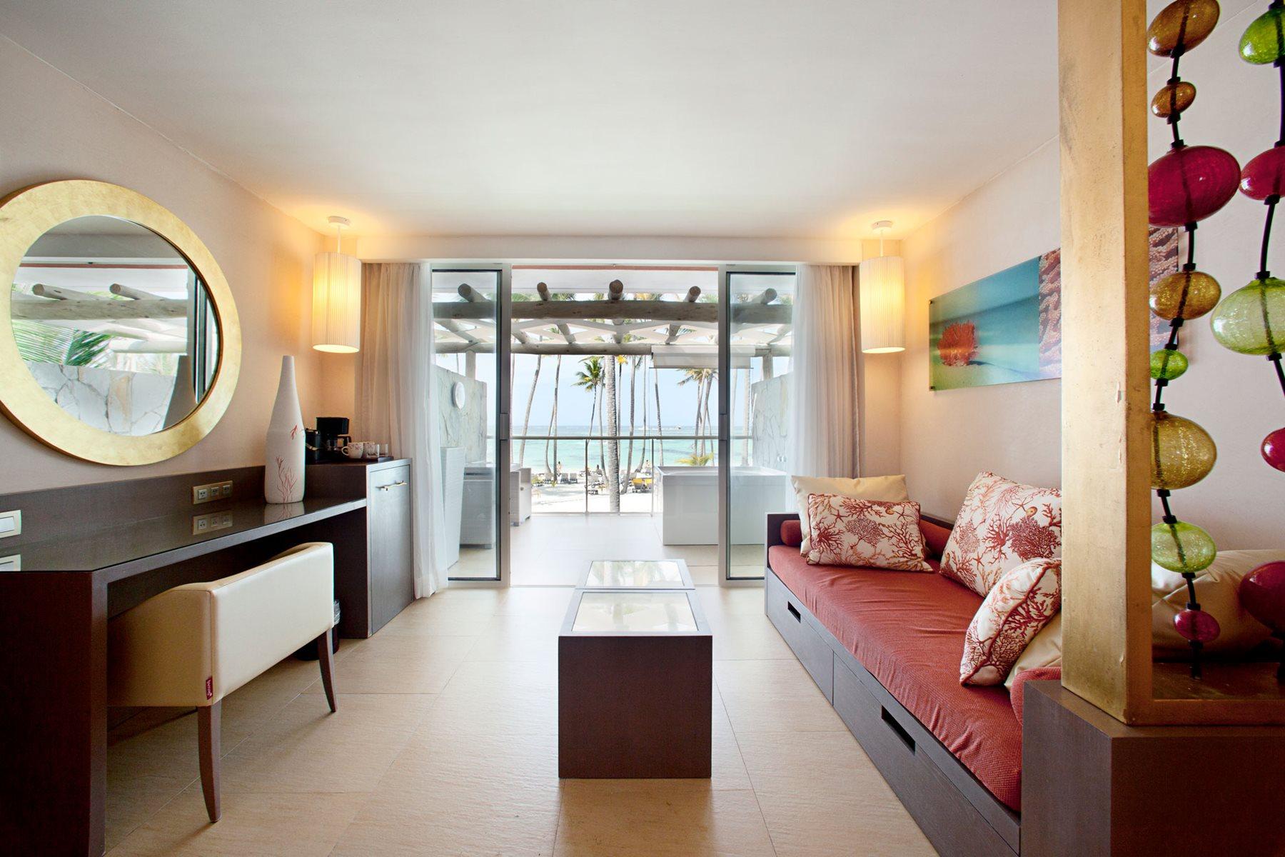 PUJ-Barcelo-Bavaro-Palace-Room-Junior-Suite-Ocean-Front-Premium-Level-002