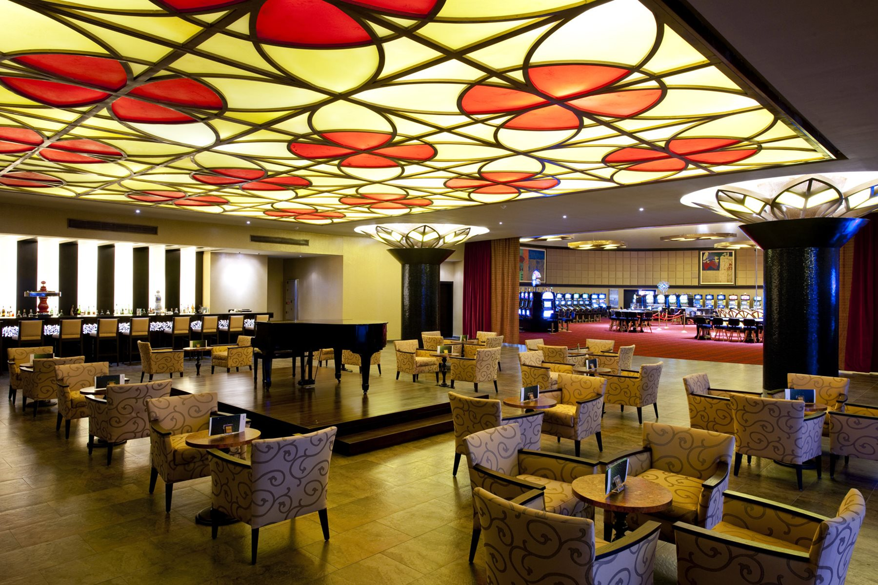 PUJ_BarcBavPalaceDlx_Bar_006_CasinoBar
