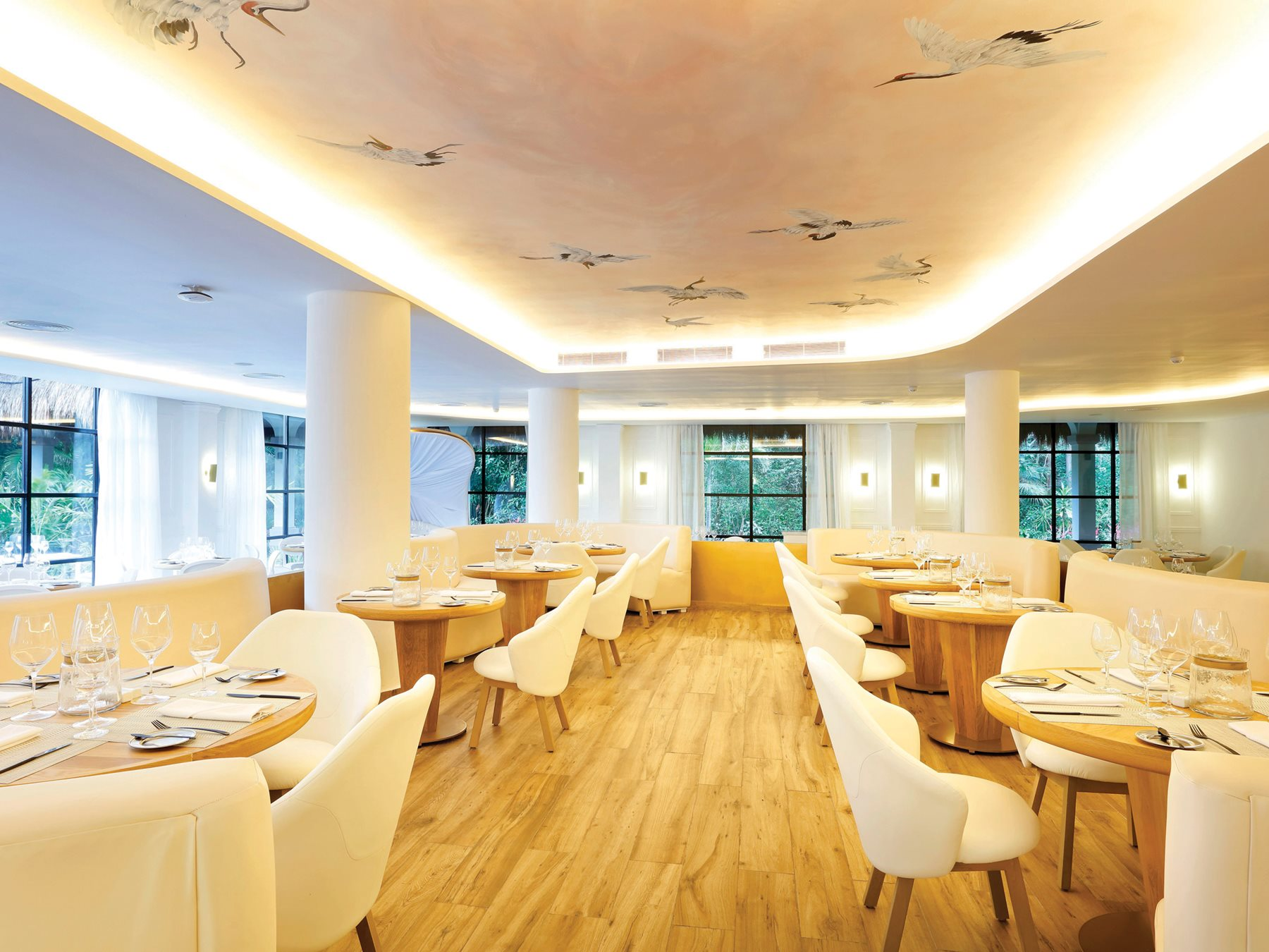 RIV-The-Royal-Suites-Yucatan-Restaurant-French-001-Render
