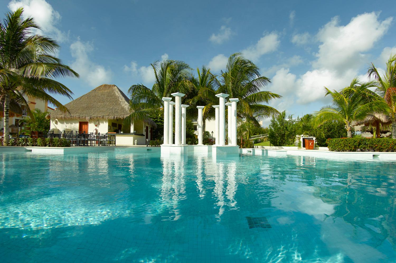 Royal-Suites-Yucatan-Palladium-Bar-002-La-Terraza