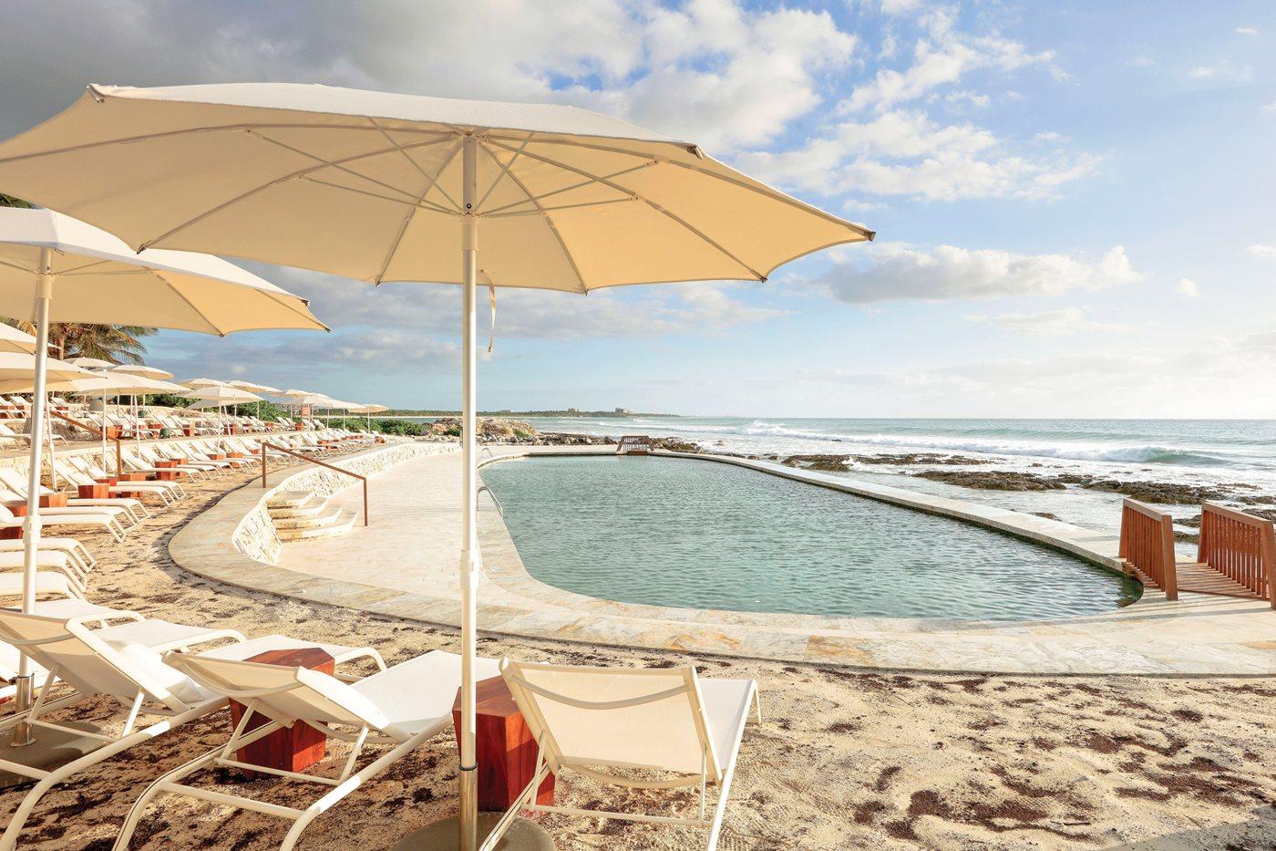Royal-Suites-Yucatan-Palladium-Pool-001