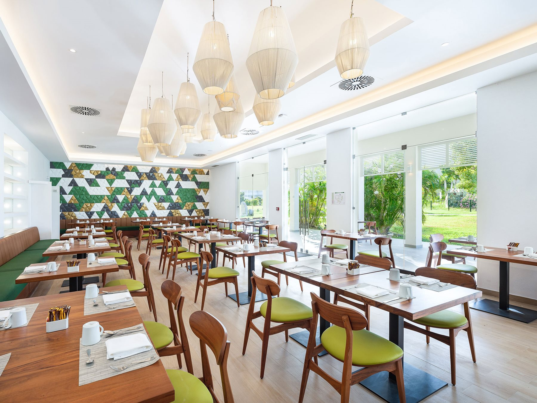 SXM-Secrets-St-Martin-Resort-Spa-Restaurant-Market-Cafe-001